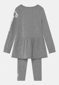 Converse - SCRIPT LOGO SET - Leggings - Trousers - dark grey heather - 1
