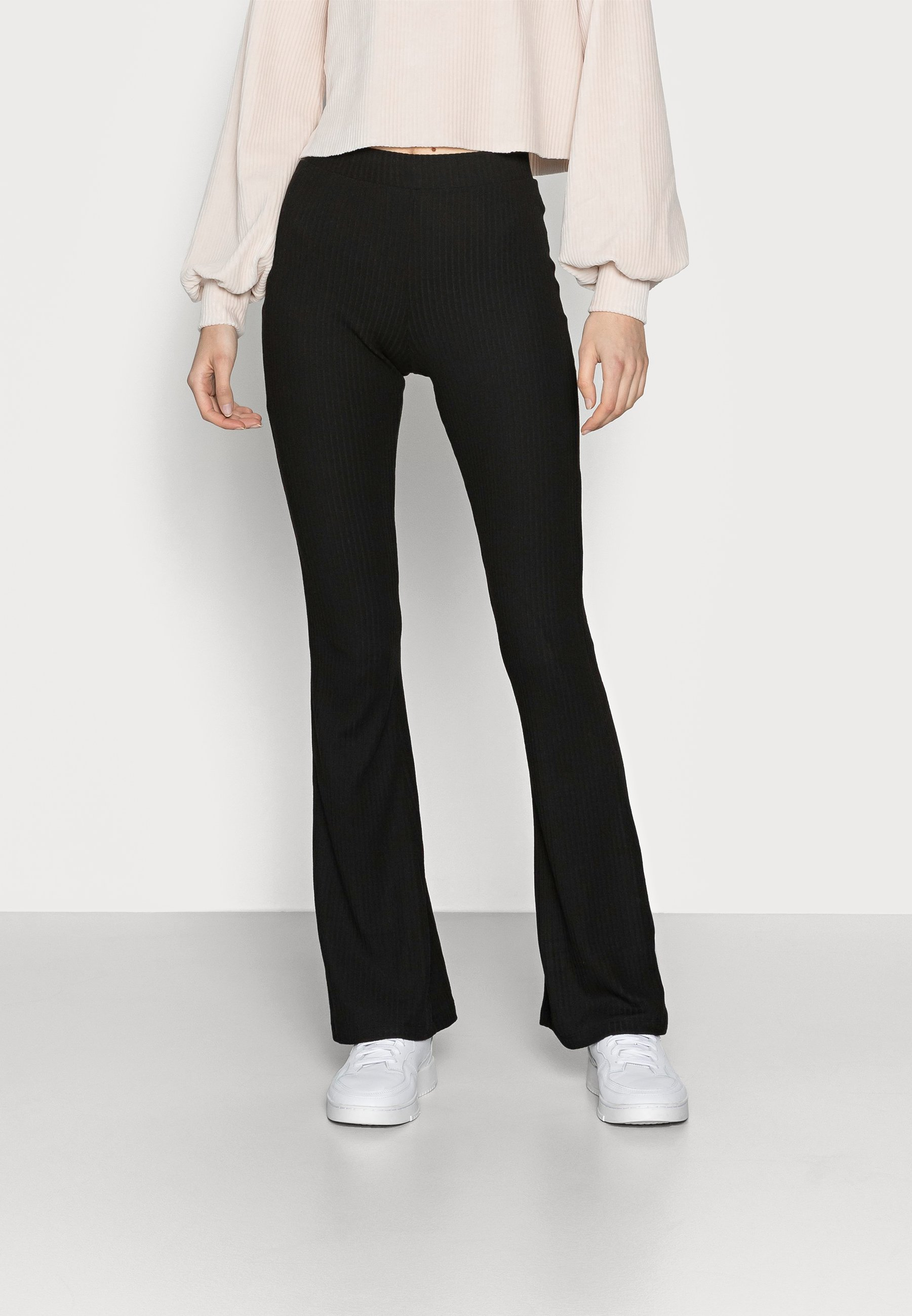 Damen ONLNELLA FLARED PANT - Stoffhose