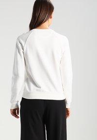 GANT - SHIELD LOGO C NECK  - Sweatshirt - eggshell - 2