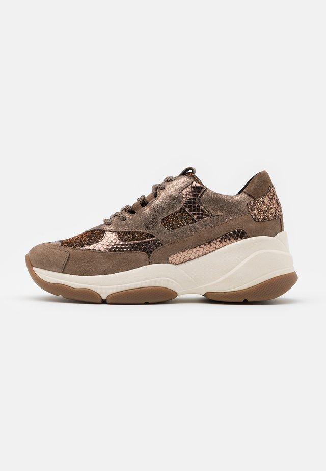 KIRYA - Sneakers basse - dark beige