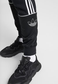 adidas Originals - OUTLINE - Pantalon de survêtement - black - 3