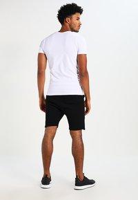 Jack & Jones - BASIC V-NECK  - T-paita - opt white - 2