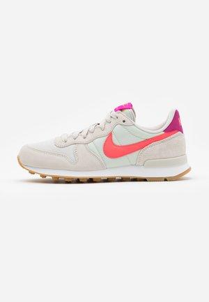 INTERNATIONALIST - Sneakers - light bone/flash crimson/cactus flower/summit white/light brown