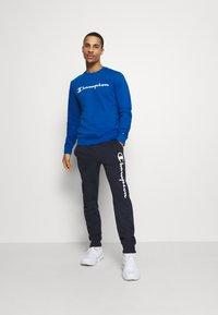 Champion - LEGACY CREWNECK - Sweater - blue - 1