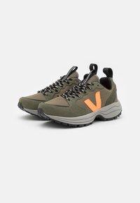 Veja - VENTURI - Trainers - kaki/neon orange - 3