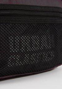 Urban Classics - CHEST BAG - Bum bag - redwine - 6