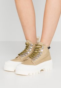 Proenza Schouler - Kotníková obuv - beige/white - 0