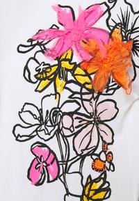 Marc Cain - Print T-shirt - shocking pink - 2