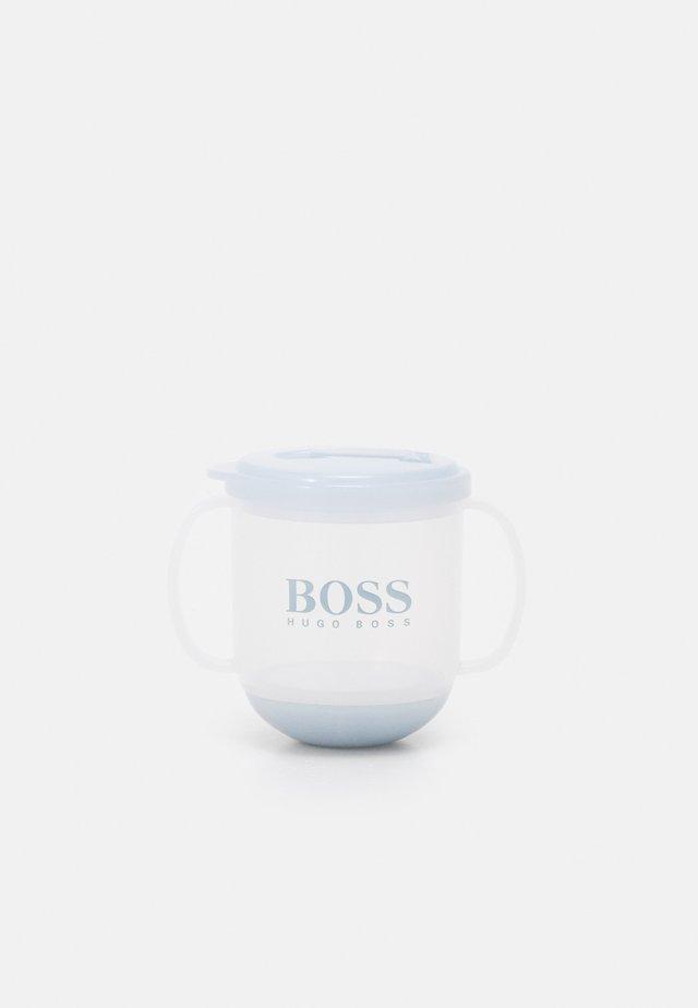 CUP - Lahvička - pale blue