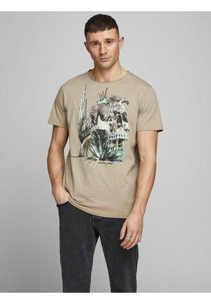 ISLAND  - Print T-shirt - crockery