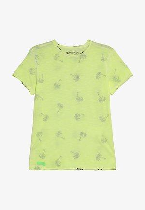 BOYS PALMEN ALLOVER - T-shirt z nadrukiem - neon gelb