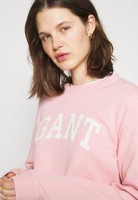 GANT - ARCH LOGO CREW NECK - Sweatshirt - preppy pink - 3