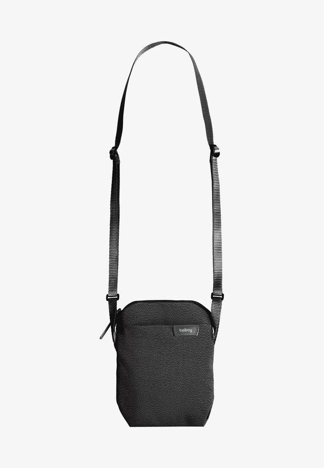 CITY POUCH - Across body bag - black
