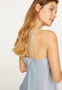 OYSHO - SATINTOP MIT SPITZE 30212204 - Pyjama top - light blue - 3