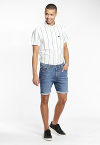 Lee - RIDER - Shorts di jeans - blue - 1