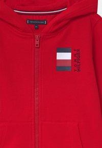 Tommy Hilfiger - GLOBAL STRIPE HOODED  - Zip-up hoodie - red - 2