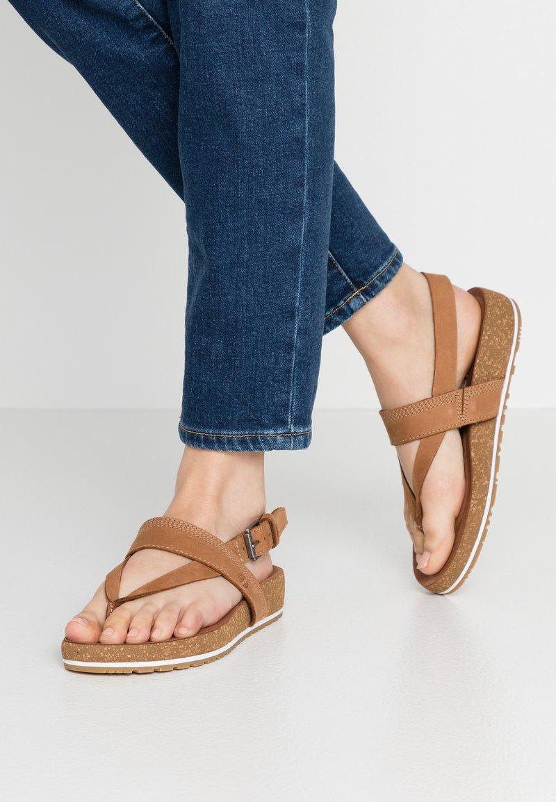 Timberland - MALIBU WAVES THONG - Sandály s odděleným palcem - rust