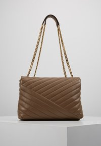 Tory Burch - KIRA CHEVRON CONVERTIBLE SHOULDER BAG - Bolso de mano - classic taupe - 2