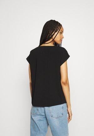 JDYLION  V NECK  - Blouse - black