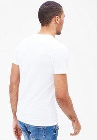 s.Oliver - 2 PACK - Undershirt - white - 1