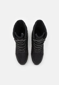 Hi-Tec - QUILTY WP - Zimní obuv - black/white - 5