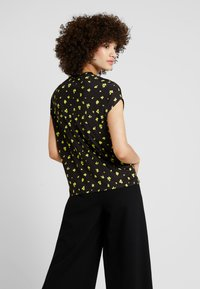 KIOMI - ABSTRACT FLORAL PRINTED - Print T-shirt - black - 2