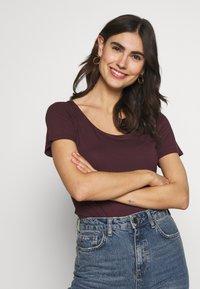 Anna Field - 2ER PACK  - Basic T-shirt - burgundy_black - 1