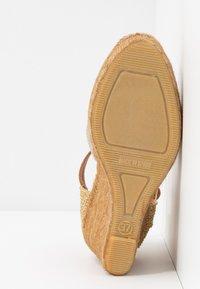 Kurt Geiger London - MONTY - Sandály na vysokém podpatku - gold - 6