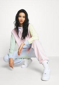 Nike Sportswear - PANT  - Teplákové kalhoty - hydrogen blue/pink foam - 3
