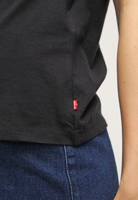 Levi's® - THE PERFECT TEE - T-shirt con stampa - black - 5