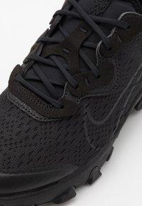 Nike Sportswear - REACT VISION - Baskets basses - black/smoke grey - 5