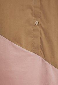 Culture - ANTONIETT DRESS - Košilové šaty - brown sugar - 2