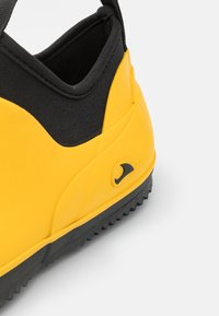 Viking - PAVEMENT UNISEX - Kumisaappaat - yellow/black - 5