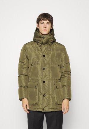 SIGNAL PARKA - Kabát zprachového peří - sage green