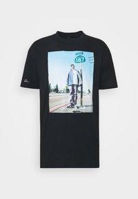 SNOOP 187 - Print T-shirt - black