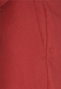 Isaac Dewhirst - THE TUX - Dress - red - 10
