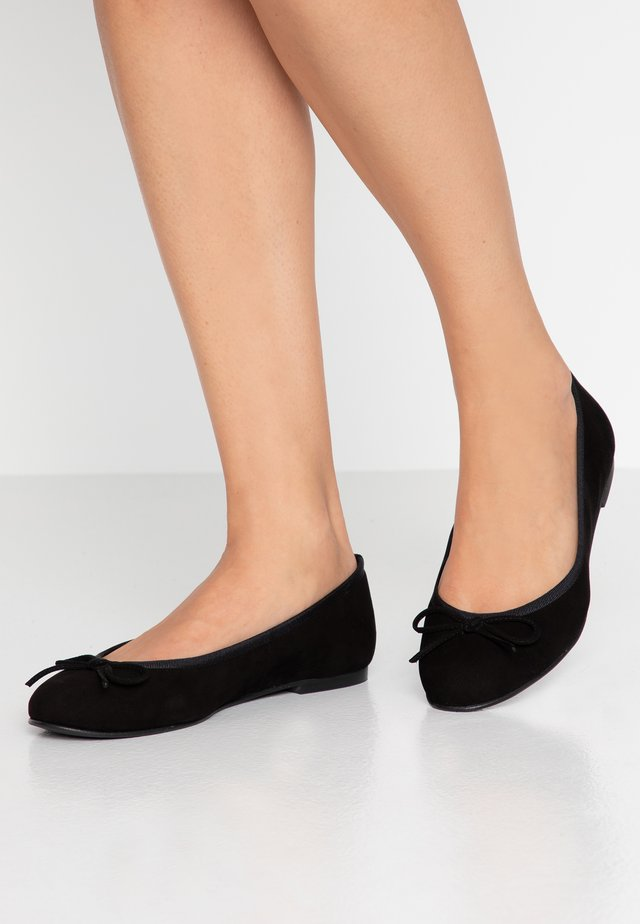 WIDE FIT CARLA - Ballerina's - black