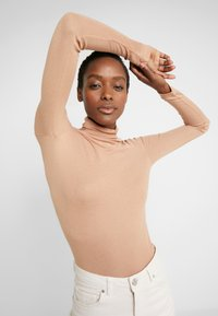 BLANCHE - WRAPPA BLOUSE - Svetr - toffee - 4