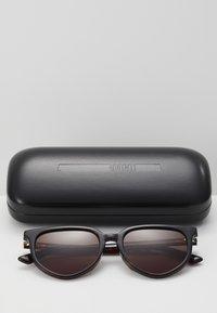 McQ Alexander McQueen - Lunettes de soleil - havana/brown - 2
