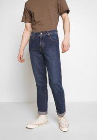 Wrangler - TEXAS - Jeans straight leg - blue denim - 0