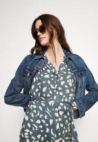 Object - BIRDY DRESS - Shirt dress - blue mirage/sandshell - 3
