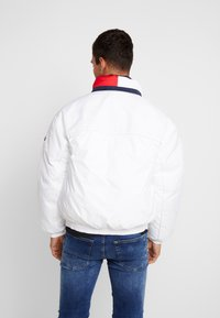 Tommy Jeans - BRANDED COLLAR JACKET - Winterjas - classic white - 2