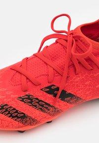 adidas Performance - PREDATOR FREAK .3 FG UNISEX - Korki Lanki - red - 5