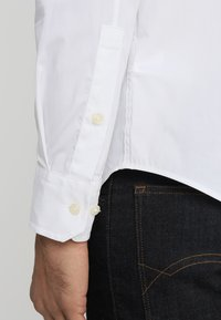 Tommy Jeans - ORIGINAL STRETCH SLIM FIT - Shirt - classic white - 5