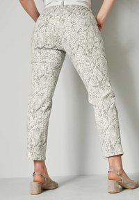 Sara Lindholm by HAPPYsize - Trousers - white - 2