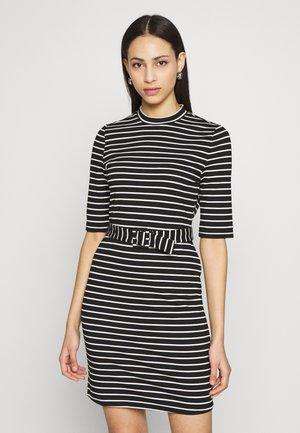 ONLFRIDA BELTED DRESS TALL  - Jersey dress - black/cloud dancer