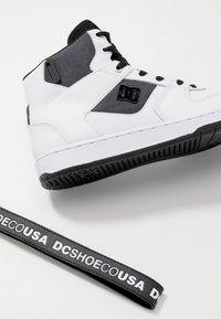 DC Shoes - PENSFORD SE - Skatesko - white/black - 5