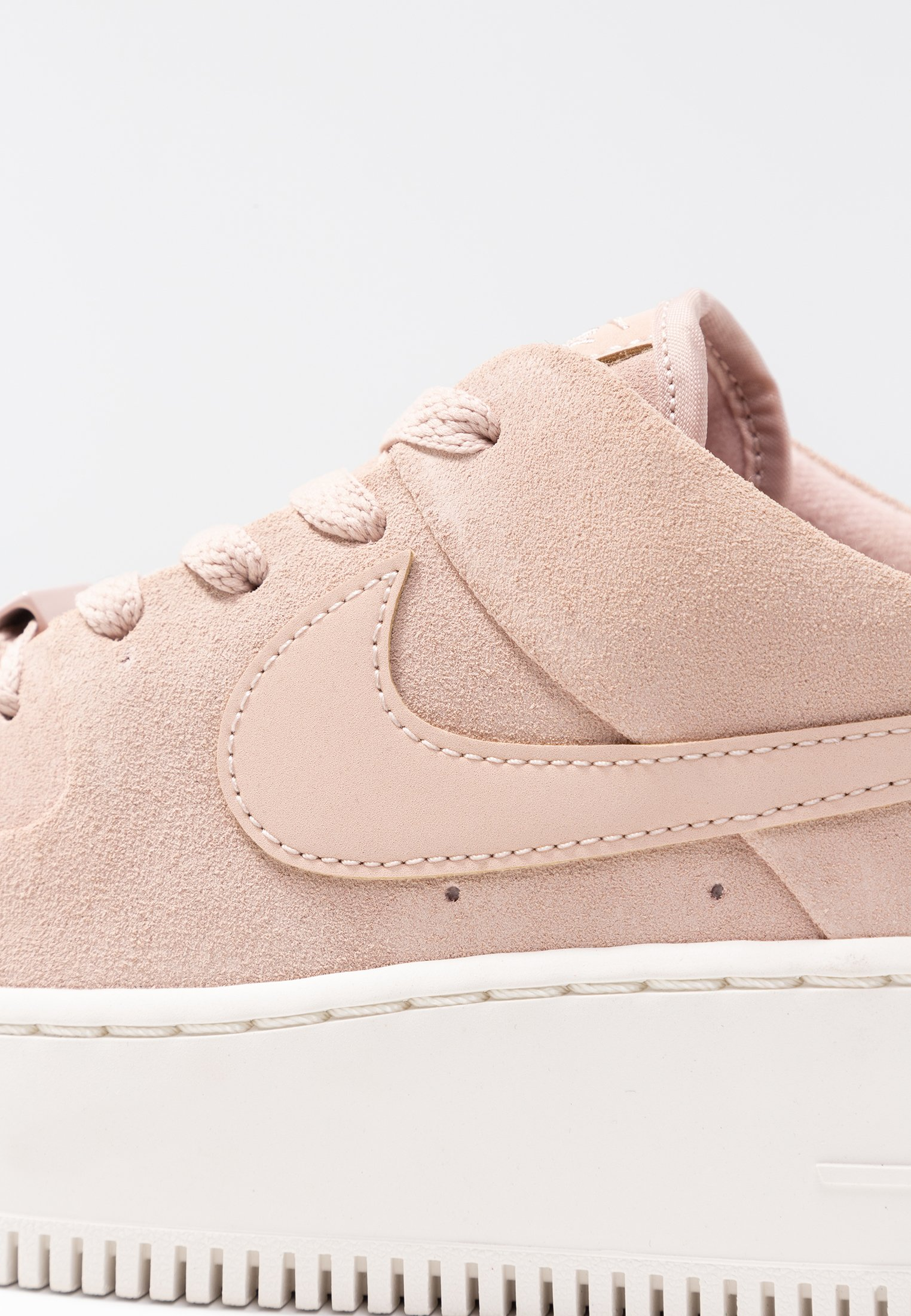 air force 1 femme beuge