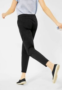 Cecil - CASUAL FIT - Tracksuit bottoms - schwarz - 2