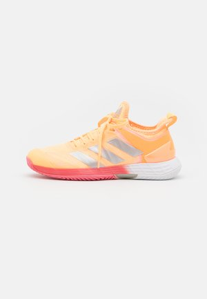 ADIZERO UBERSONIC 4 - Multicourt tennis shoes - acid orange/silver metallic/haze rose